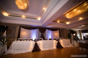 A beautiful headtable and backdrop.